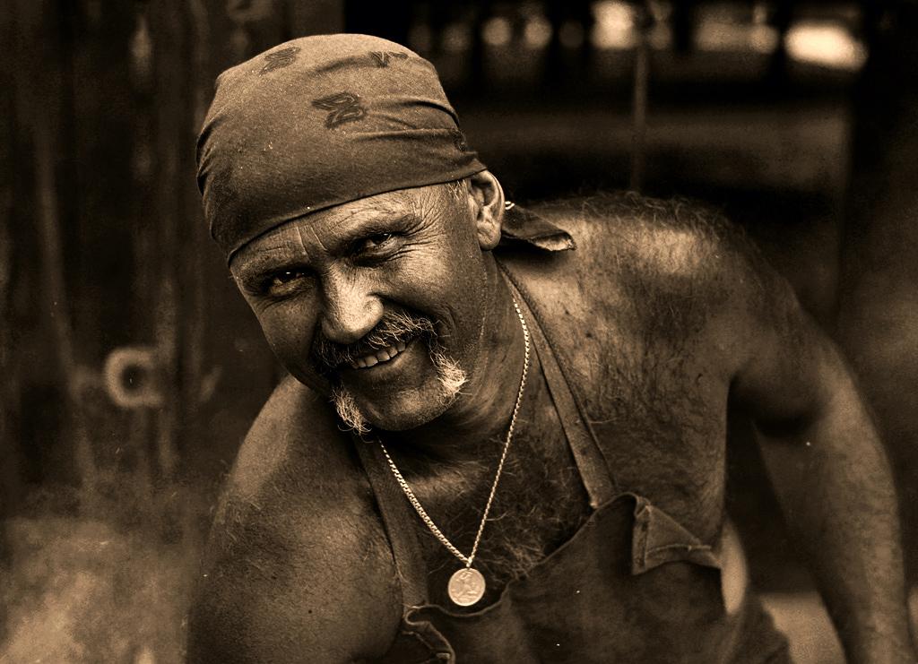 """фото """"Улыбка кузнеца"""" метки: портрет, жанр, мужчина"""