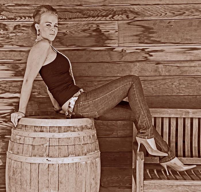 """фото """"Over A Barrel"""" метки: портрет, гламур, женщина"""