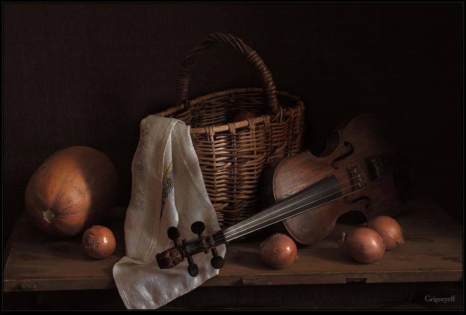 """фото """"Луковицы и скрипка"""" метки: натюрморт,"""