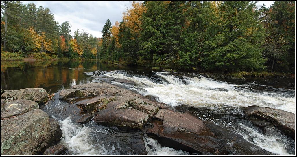 "фото ""Лес, камни, вода"" метки: пейзаж, вода, осень"