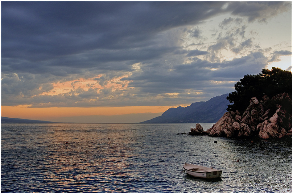 """фото """"Одинокая лодчонка"""" метки: пейзаж, вода, закат"""
