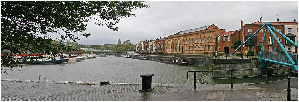 """фото """"Городской этюд с голубым мостиком."""" метки: город, панорама,"""