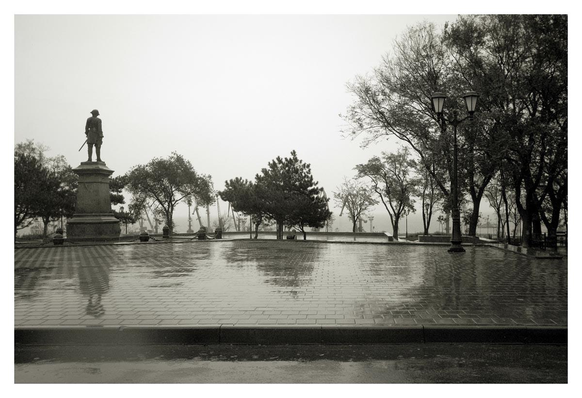 "фото ""сквер . дождь."" метки: архитектура, пейзаж,"