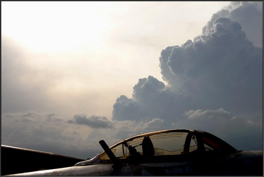 """фото """"осталось лишь видеть небо с холодной, унылой земли..."""" метки: ,"""