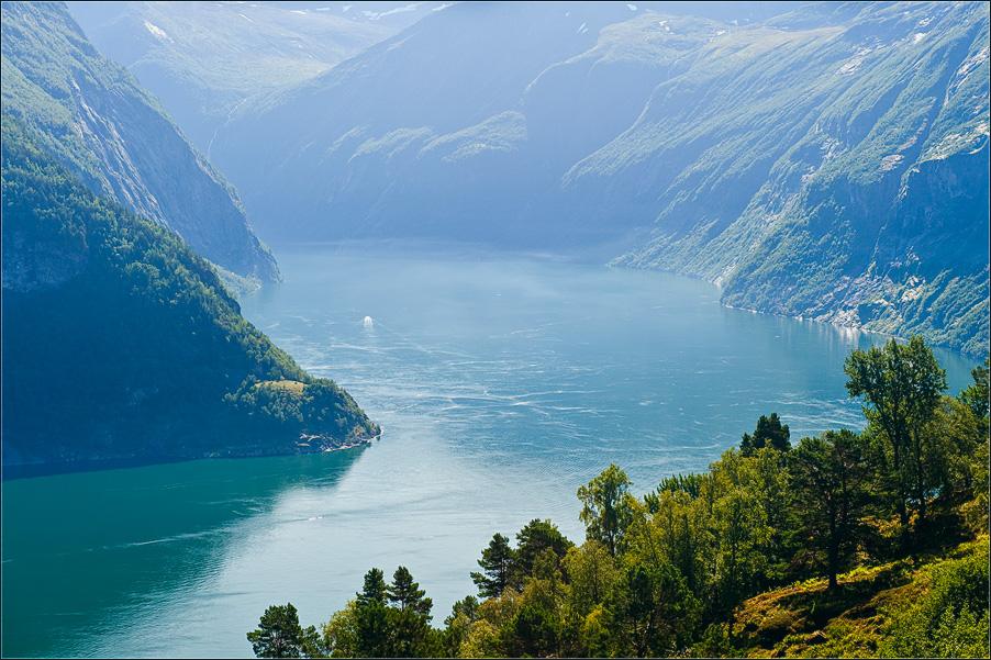 """фото """"Гейрангерфьорд"""" метки: пейзаж, вода, горы"""