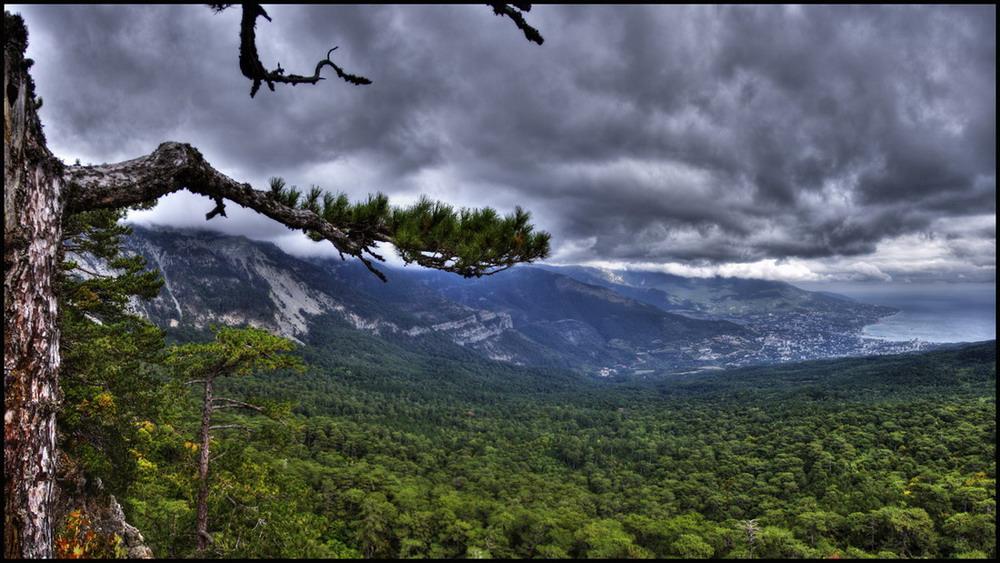 """фото """"Тучи над Ялтой"""" метки: панорама, пейзаж,"""