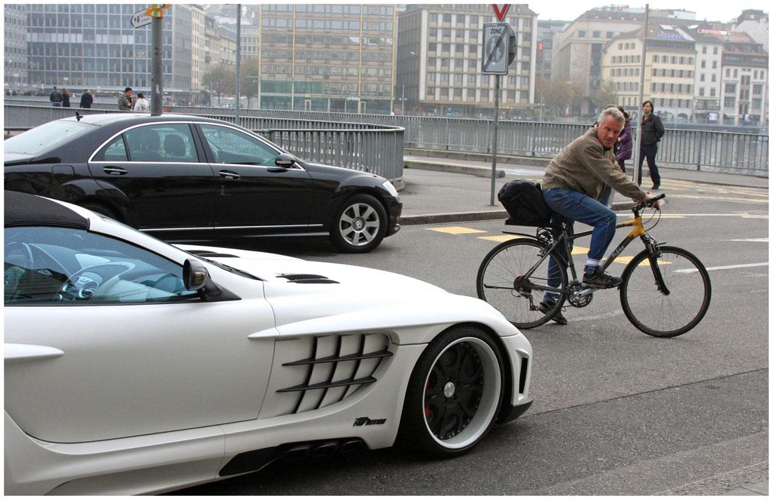 "фото ""Женевский велосипедист:""Макларен, конечно, круто, но не экологично."""" метки: техника, репортаж,"