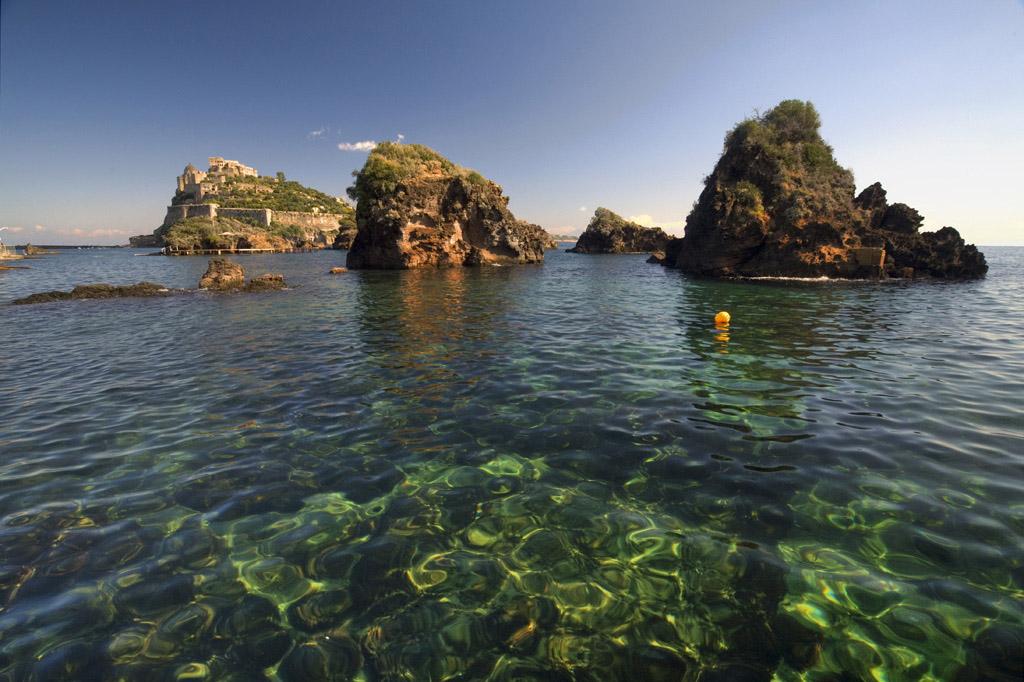 "фото ""Rocks and Aragon Castle"" метки: пейзаж, вода"