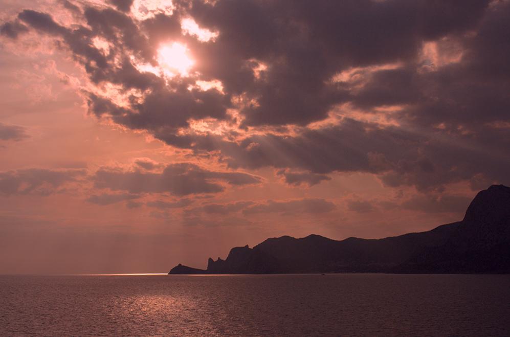 """фото """"Крымское солнце сквозь тучи."""" метки: пейзаж, закат"""