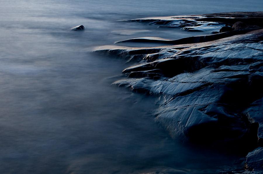 """фото """"Rock by night"""" метки: пейзаж, вода, ночь"""