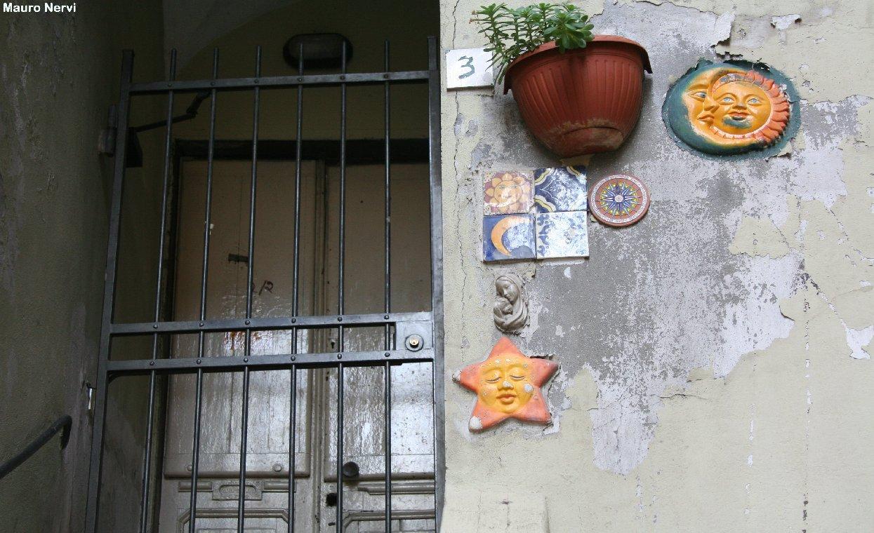 "фото ""Genoa, on the old street"" метки: архитектура, пейзаж,"
