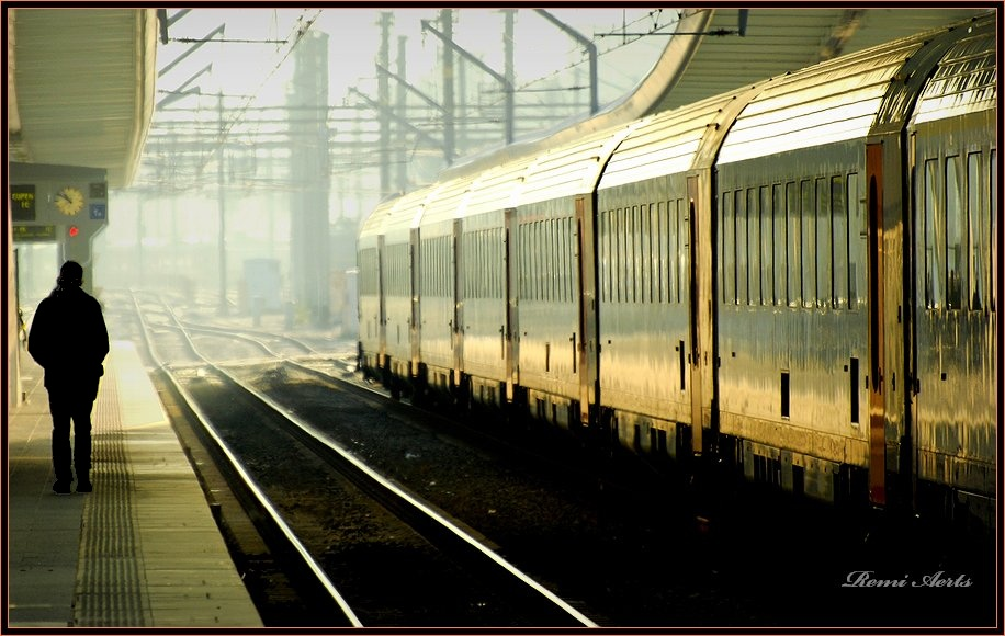 "photo ""golden train"" tags: architecture, travel, landscape,"