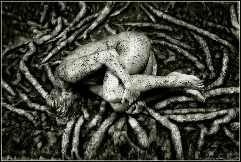 "photo ""* * *"" tags: nude, black&white,"