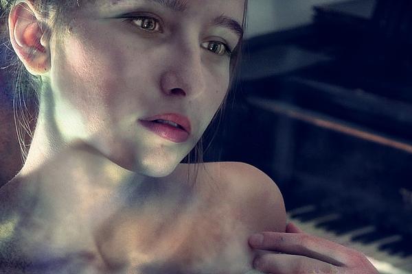 """photo """"aimer"""" tags: portrait, misc., woman"""