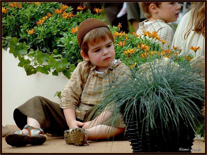 "photo ""flower child"" tags: portrait, reporting, children"