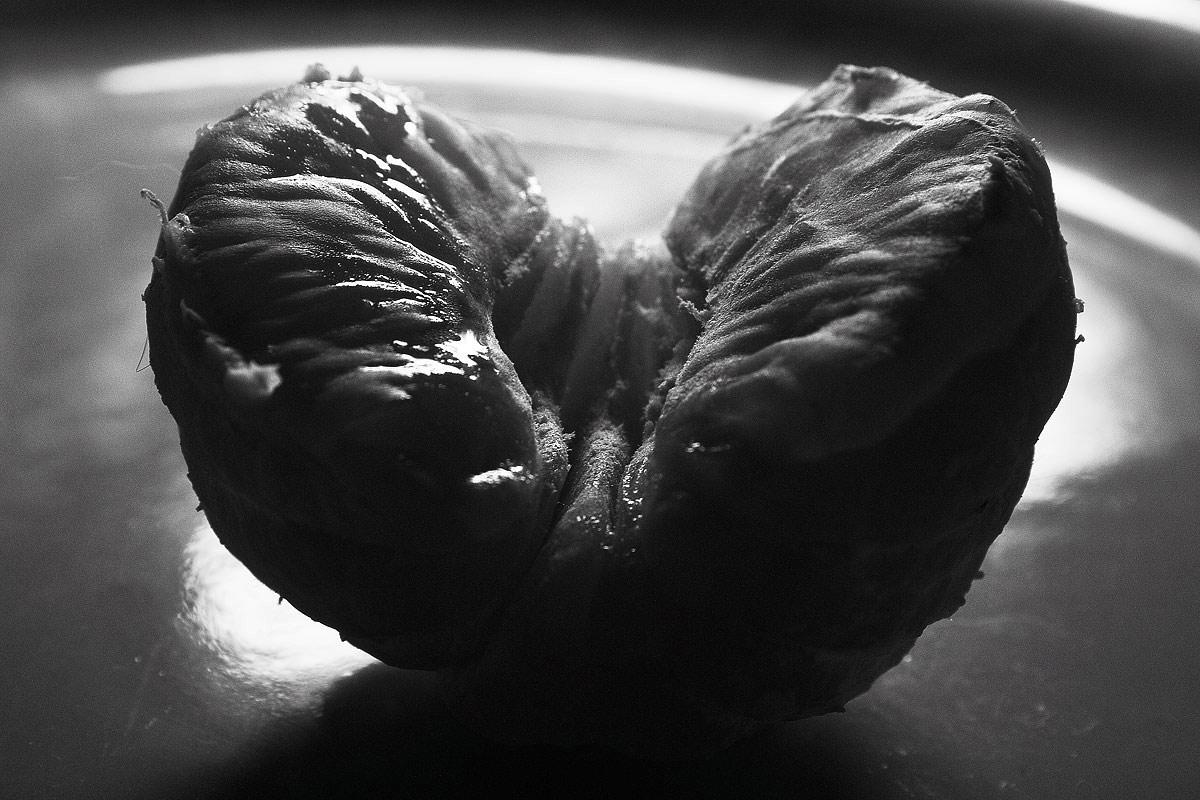 """фото """"половинка мандарина"""" метки: черно-белые, натюрморт,"""