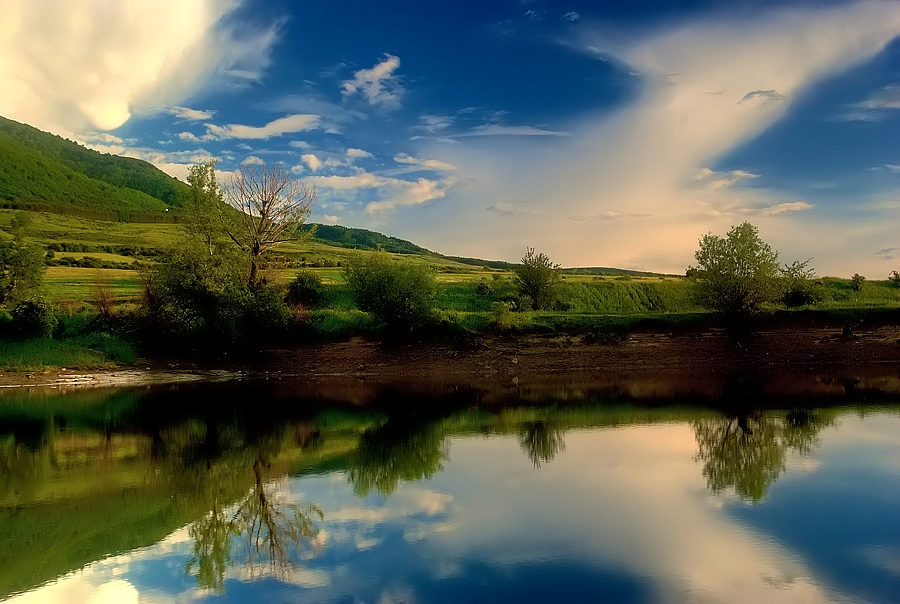 "photo """"reflection"""" tags: landscape, clouds, water"