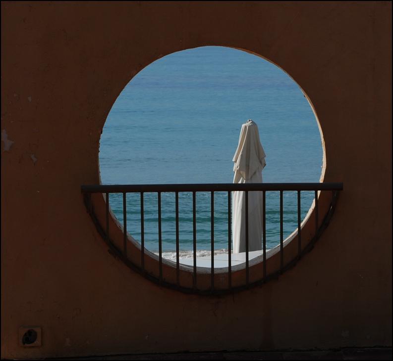 "photo ""Waiting."" tags: misc., architecture, landscape,"
