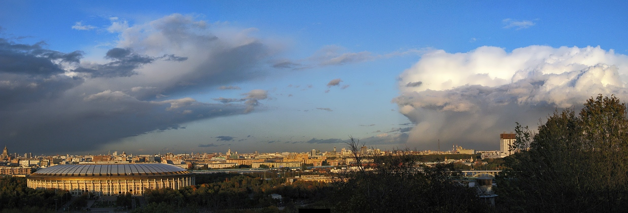 """photo """"Battle of giants"""" tags: landscape, city, panoramic, clouds"""