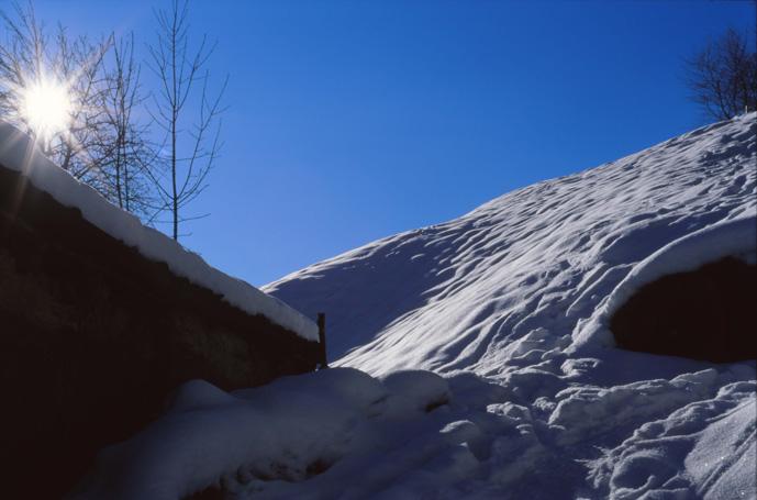 "photo ""house & snow"" tags: landscape, mountains"