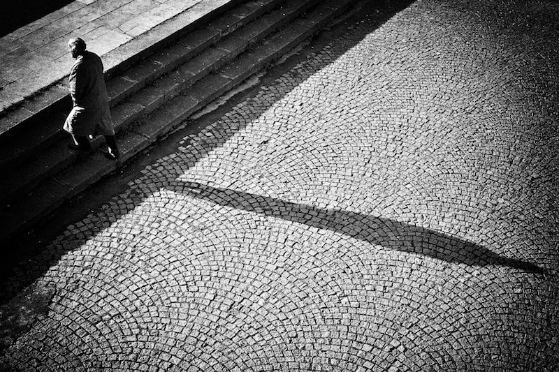 "photo ""Going away"" tags: black&white, genre,"
