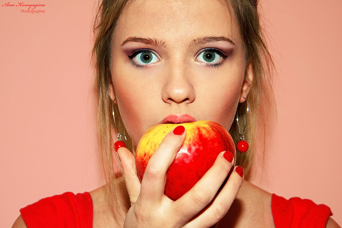 """photo """"The Apple Girl"""" tags: portrait, misc., woman"""