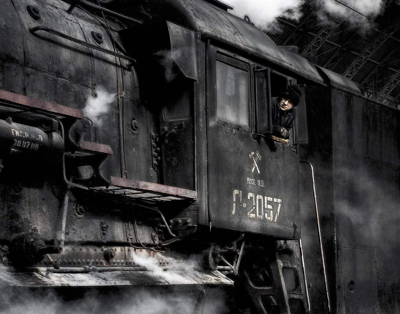 Фото паровоза с машинистом 2