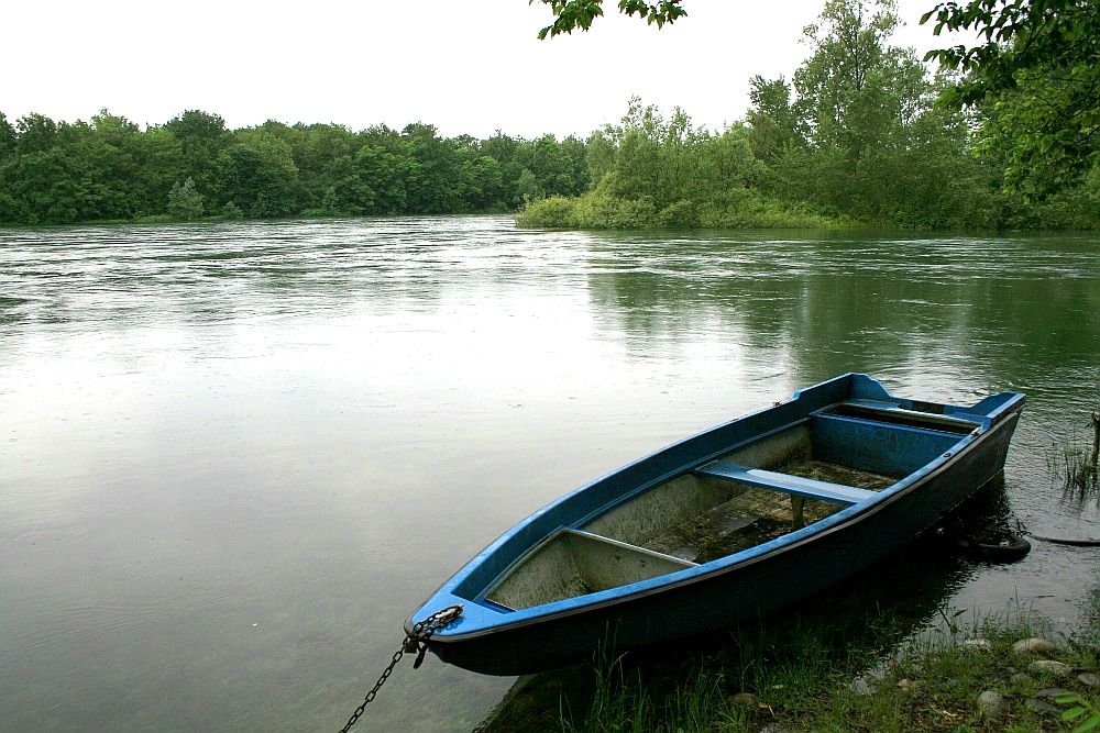 """photo """"boat on the river"""" tags: landscape, water"""
