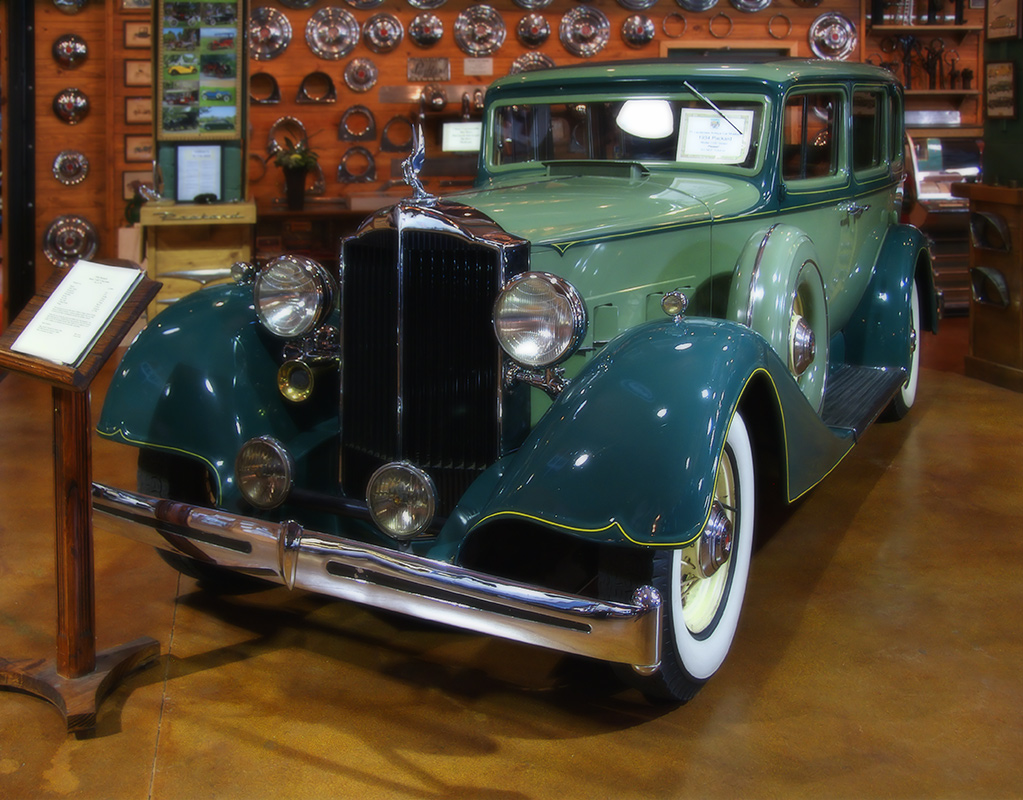 "photo ""Packard 1934 (green on brown)"" tags: technics, travel, North America"