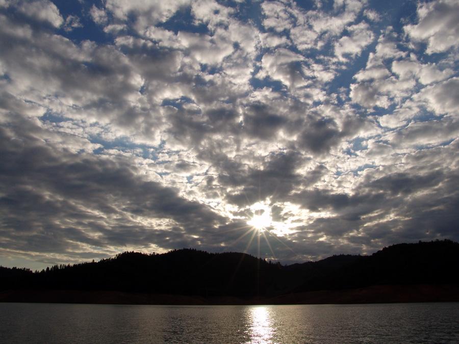 "photo ""Лучи сквозь облака..."" tags: landscape, clouds, sunset"