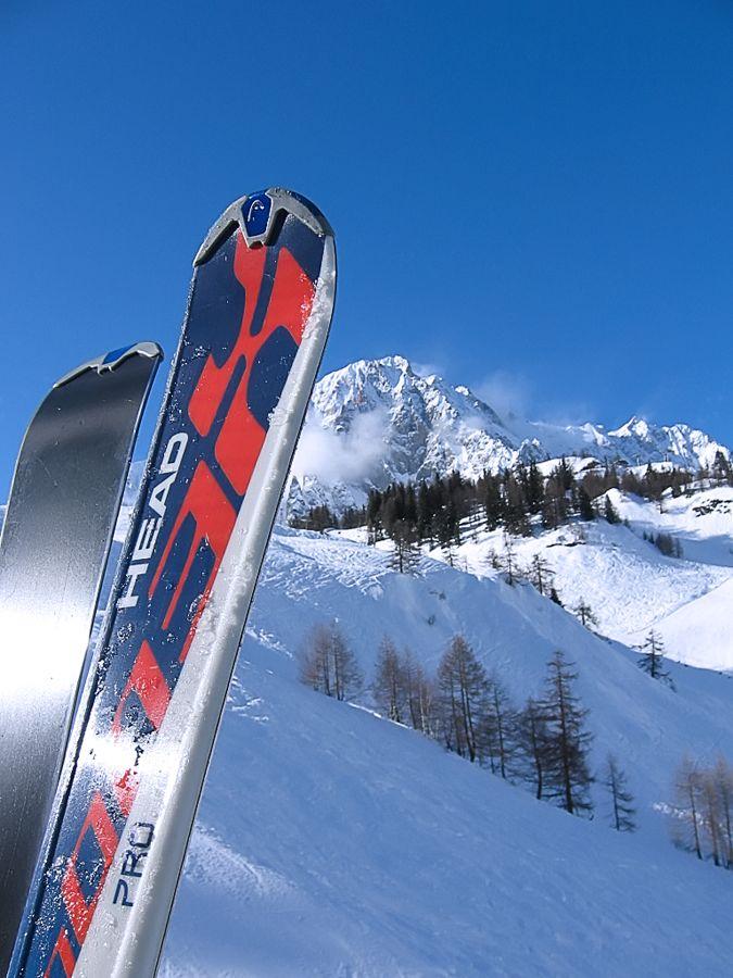"photo ""Italian Alpes. Courmayeur"" tags: , Europe, mountains, rocks, snow, winter, лыжи"