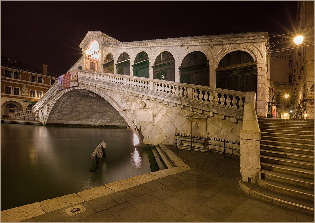 """photo """"Rialto"""" tags: architecture, landscape, night"""