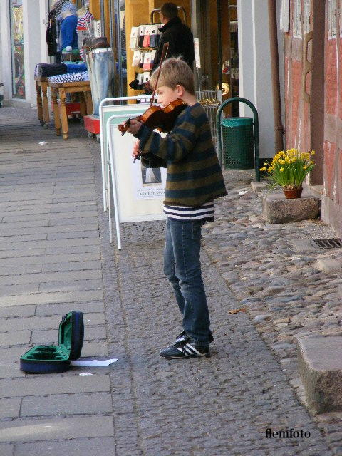 """photo """"Street music."""" tags: reporting,"""