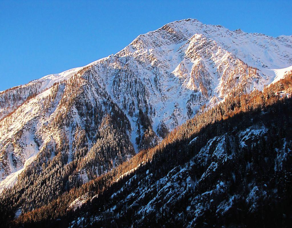 "photo ""Italian Alpes. Valle d`Aosta"" tags: landscape, travel, Europe, mountains, rocks, snow, winter"