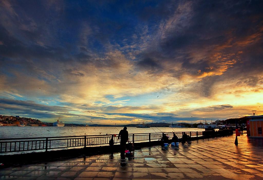 "photo ""morning fishers"" tags: landscape, city, sunset"