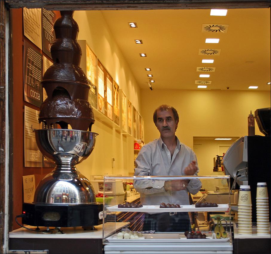 "photo ""trader chocolate"" tags: portrait, genre, man"