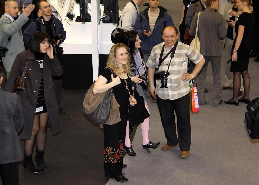 """photo """"PHOTOFORUM 2010 Moscow Crocus """"Our people in the center ..."""""""" tags: PF life, fragment,"""
