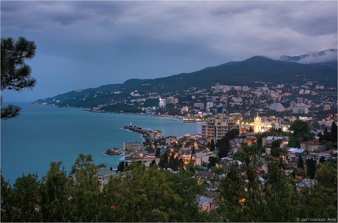 "photo ""***"" tags: city, landscape, Crimea, building, night, sea, water, Ялта"