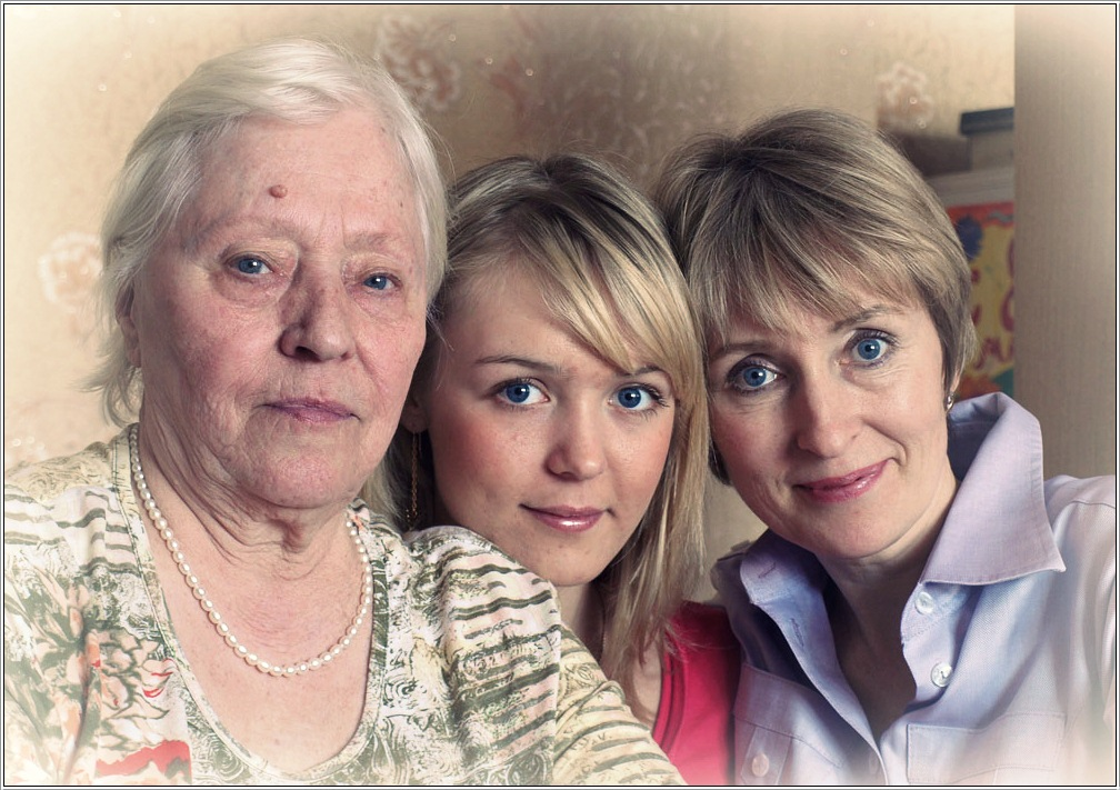 "photo ""Three generations"" tags: portrait, woman"