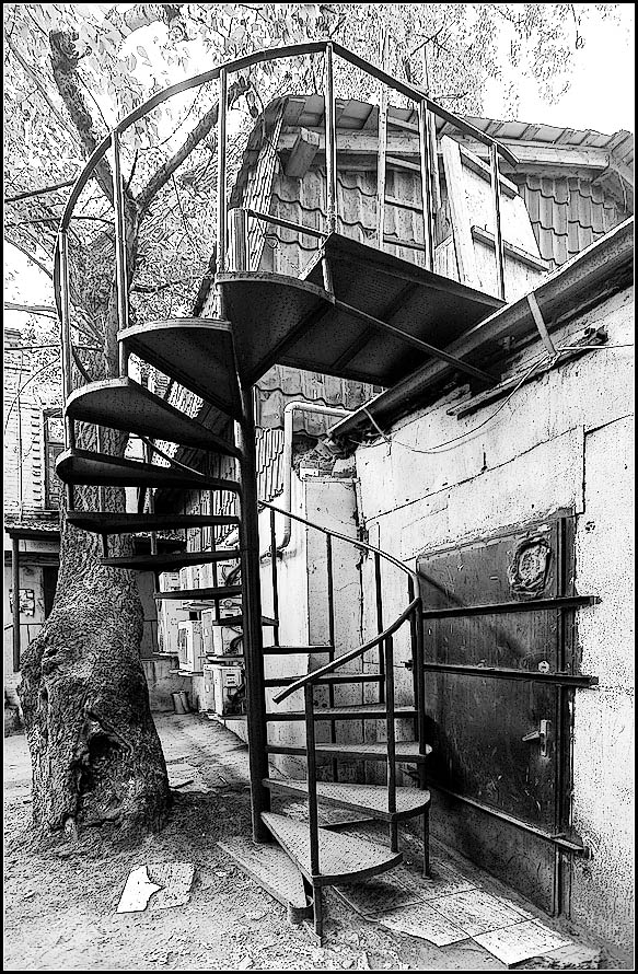 "photo ""Moscow Courtyard"" tags: city, black&white,"