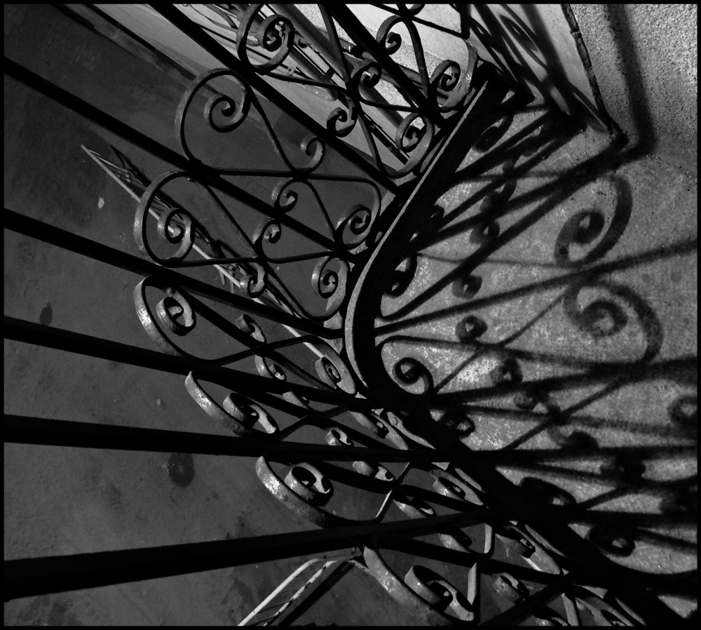"""photo """"***"""" tags: black&white, fragment,"""