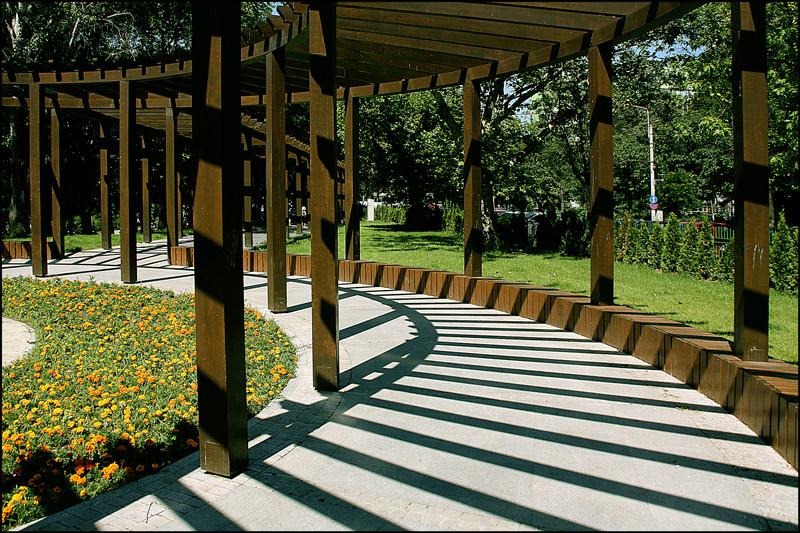 "photo ""Curves and shadows / Кривые и тени"" tags: architecture, city, landscape,"