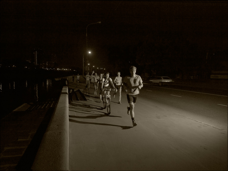 "photo ""Night Run"" tags: reporting,"