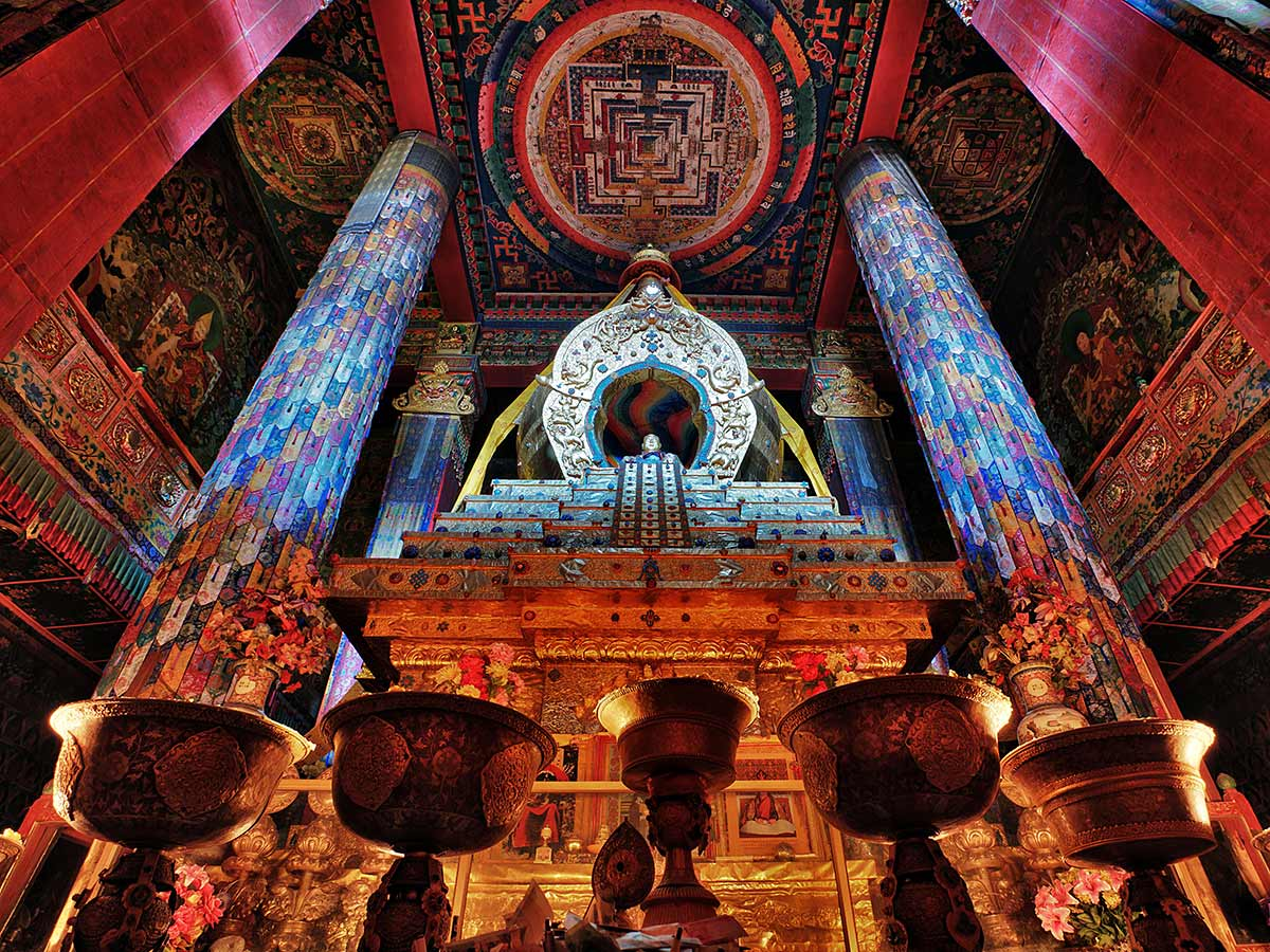 "photo ""Stupa-tomb of the Tenth Panchen Lama"" tags: interior, travel, Asia"