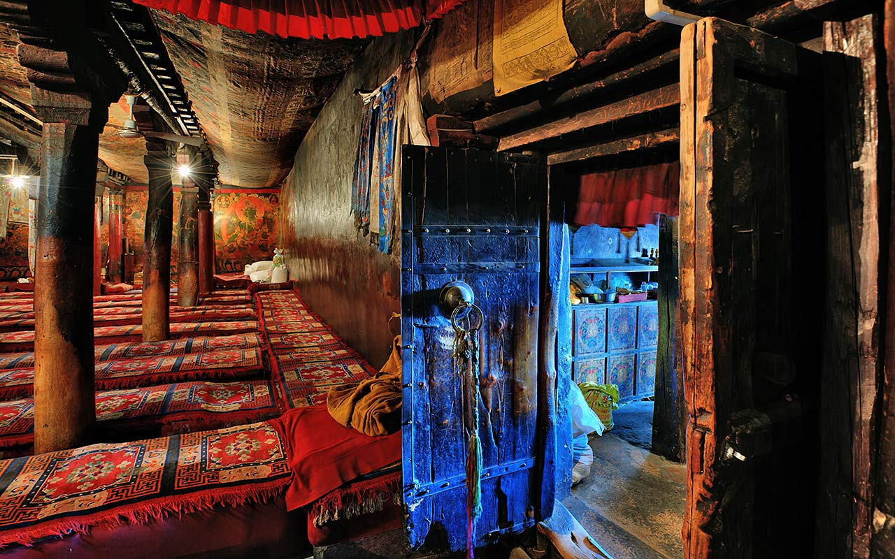 "photo ""Doors"" tags: interior, travel, Asia"
