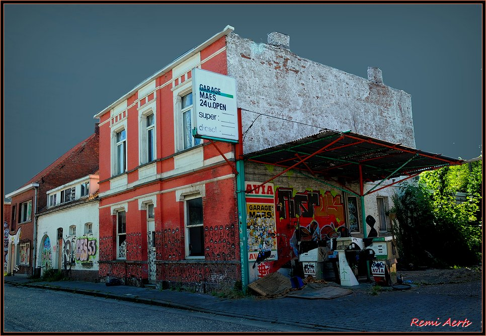 "photo ""OLD GASSTATION"" tags: architecture, travel, landscape,"