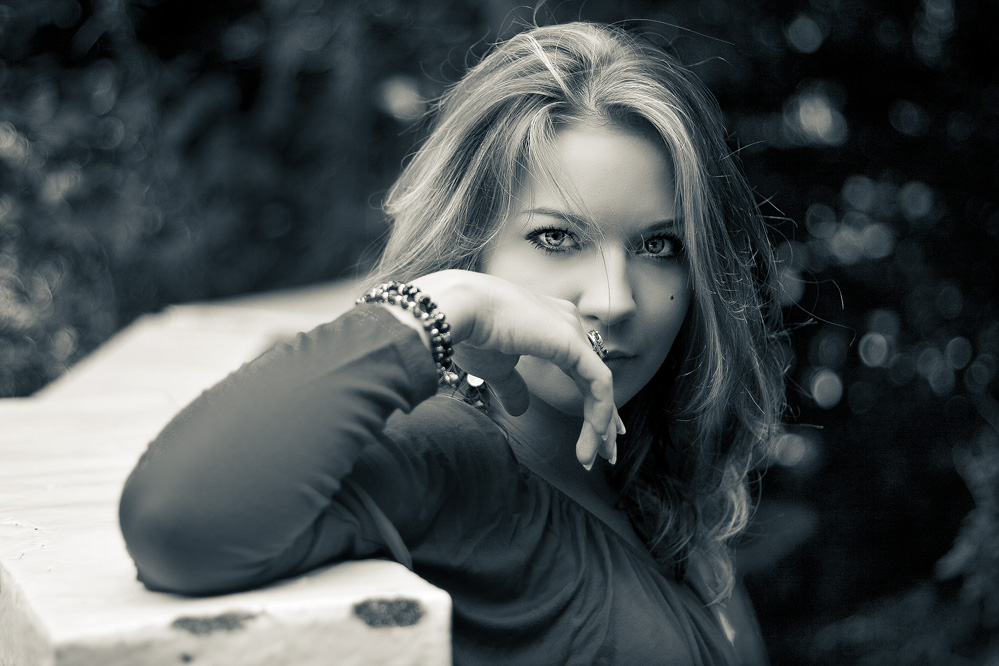 "photo ""her look"" tags: portrait, black&white, woman"