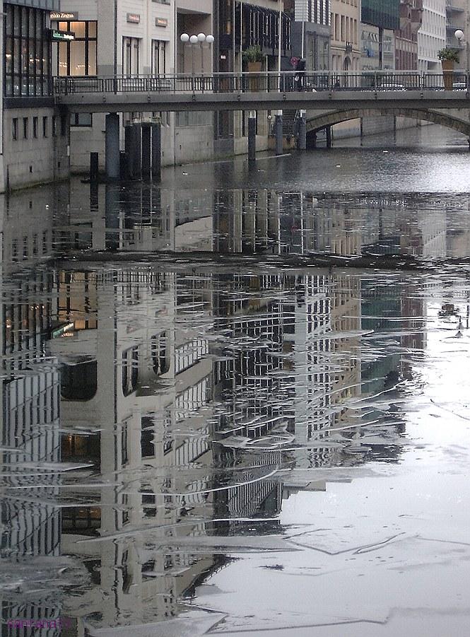 """photo """"Hamburg. Alsterfleet. Februar."""" tags: ,"""