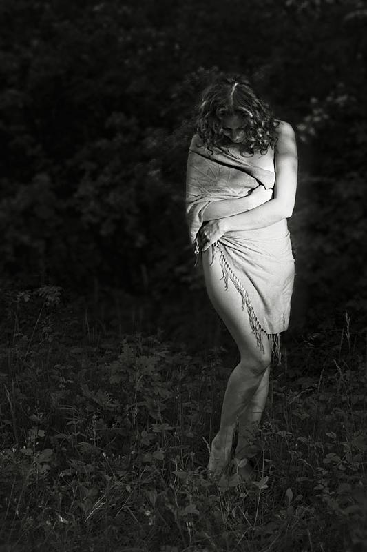 """photo """"like a leaf..."""" tags: black&white, portrait, woman"""