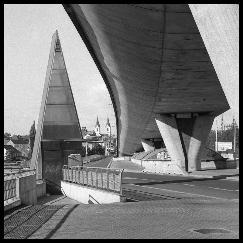 "photo ""bridge of milenium"" tags: city, black&white,"